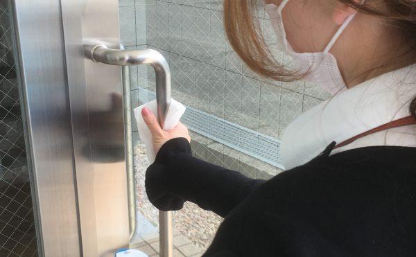 新型コロナウイルスの感染予防対策として、共用パーツの消毒・殺菌清掃を強化しております。