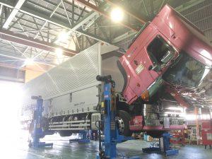 トラック整備中,高野口運送,和歌山,橋本,運輸,ドライバー